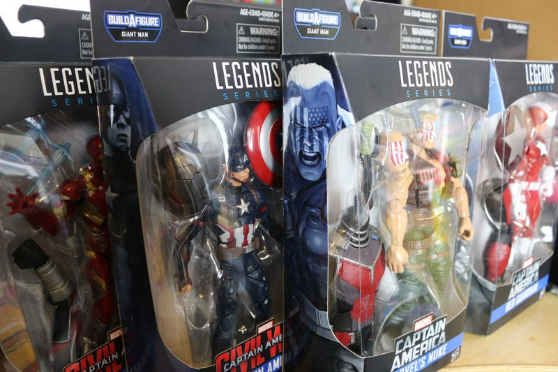 Toy Occasion Builds a Giant Man out Of Marvel Legends action Figures