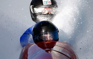 Illustration for article titled This Is Why Bobsledders Keep Their Heads Down