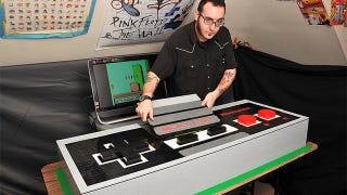 Illustration for article titled Este mando de 1,5 metros hecho con Lego funciona como el de verdad