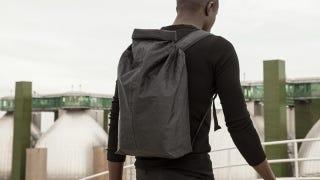 Esta mochila pesa 237 gramos y es 10 veces más resistente que el acero