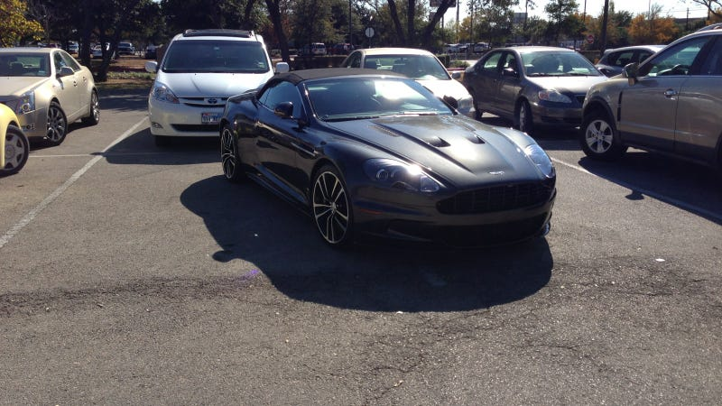 Illustration for article titled Dear Aston Martin Driver: Prepare To Be Internet-Shamed Over This Asshat Parking Job