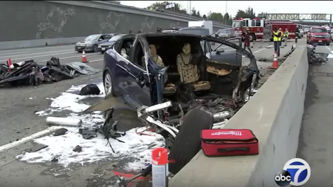 c52eec515d This Test Shows Why Tesla Autopilot Crashes Keep Happening