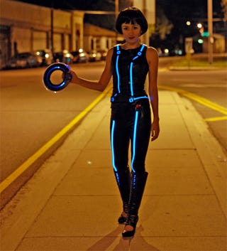 Illustration for article titled How to make your Tron costume glow with electroluminescent wire