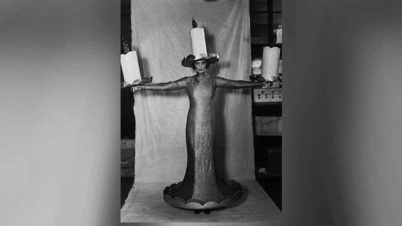 Illustration for article titled The Greatest Halloween Costume in History: Pissy Candelabra