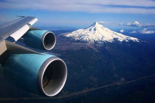 Illustration for article titled A Majestic View Of Oregon's Mt. Hood From Air Force One