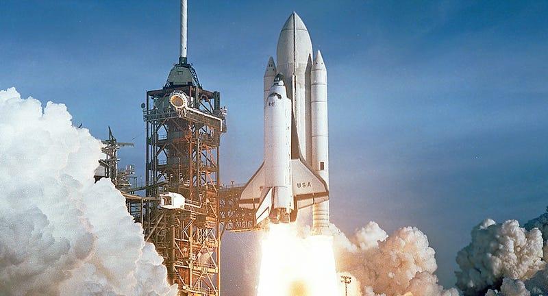Illustration for article titled Por qué cambió el color del enorme tanque de combustible de los transbordadores de la NASA