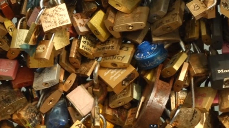 Illustration for article titled Paris: Keep Your Love Locks Out, You're Ruining Everything
