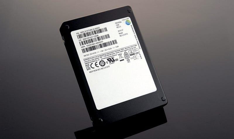 Illustration for article titled El masivo SSD de 16TB de Samsung ya está a la venta (si tienes mucho dinero)