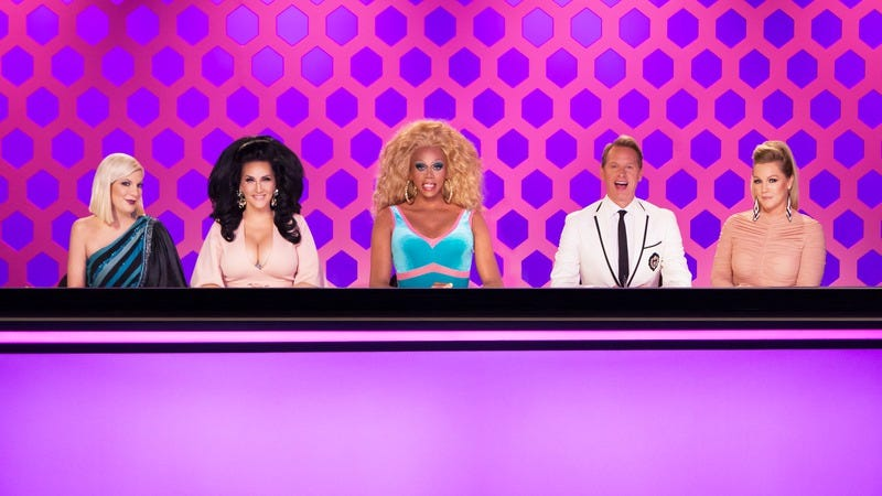 """Illustration for article titled Drag Race gets bit by the '90s nostalgia bug with a """"9021-HO"""" acting challenge"""