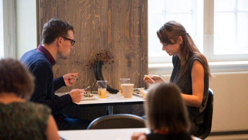 Usa la regla 5-3-1 para encontrar rápidamente un sitio donde quedar a cenar con una persona