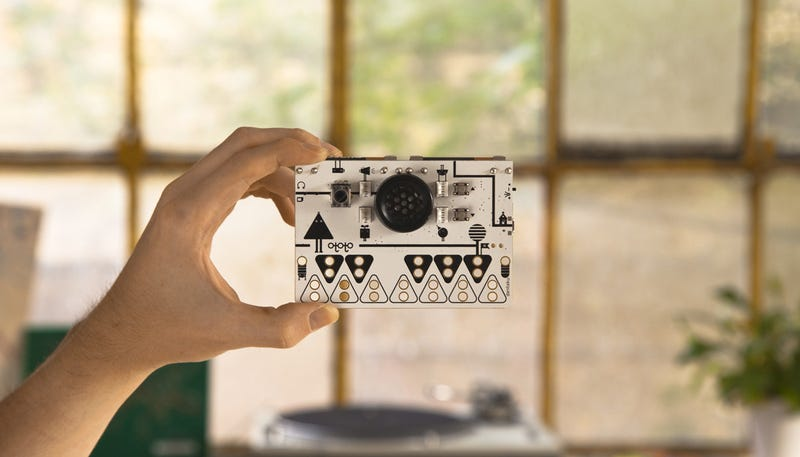 Illustration for article titled Discover Musical Instruments Everywhere With This Tiny Synthesizer