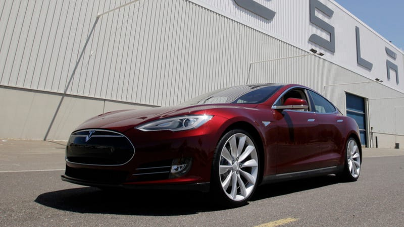 Illustration for article titled Tesla Will Give You A Fancy Model S Or A Roadster As A Loaner Car