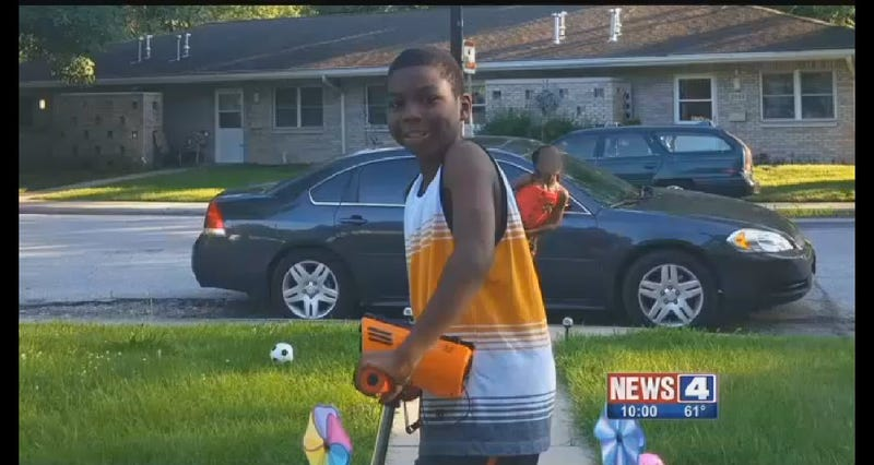 Illustration for article titled Drivers in East St. Louis Ignored Little Boy As He Lay Dying Following Hit-and-Run