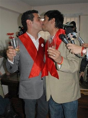 Illustration for article titled Argentinian Couple Weds In Latin America's First Gay Marriage