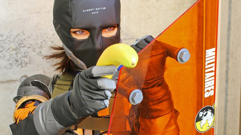 Illustration for article titled This Metal Gear Cosplay Is Direct-Action, Bananas
