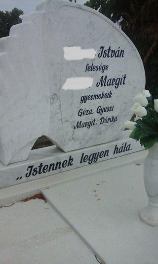 Illustration for article titled Őszinte, szokatlanul őszinte ez a sírkő