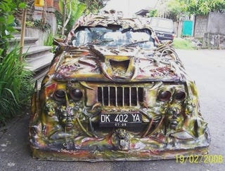 Illustration for article titled Unidentifiable Rolling Horror Show Has Us Questioning Balinese Sense Of Automotive Judgement