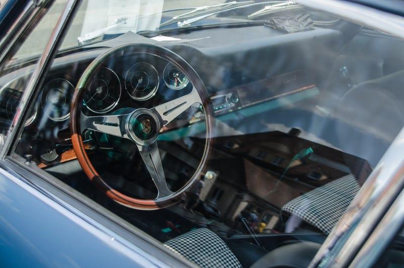 Illustration for article titled Photodump: A classic Porsche car meet.