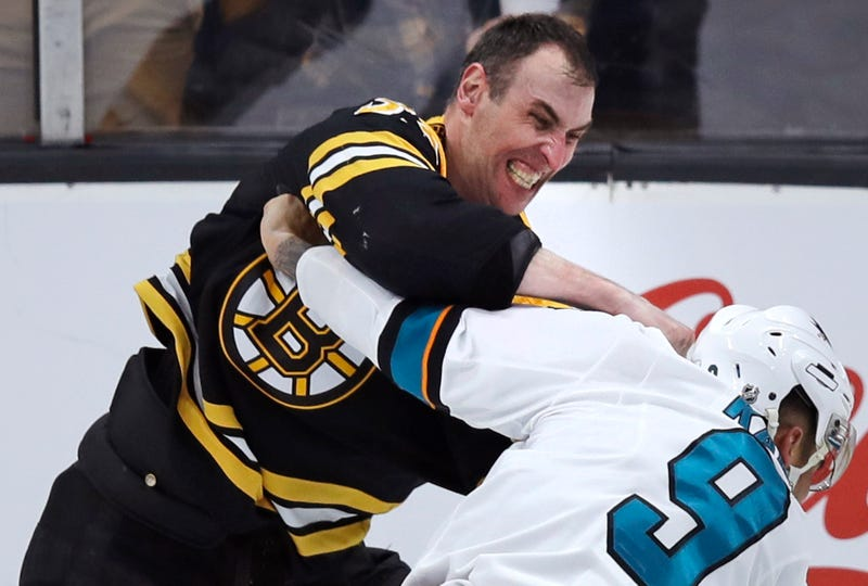 Illustration for article titled Evander Kane Fought Zdeno Chara And It Went About How You'd Expect