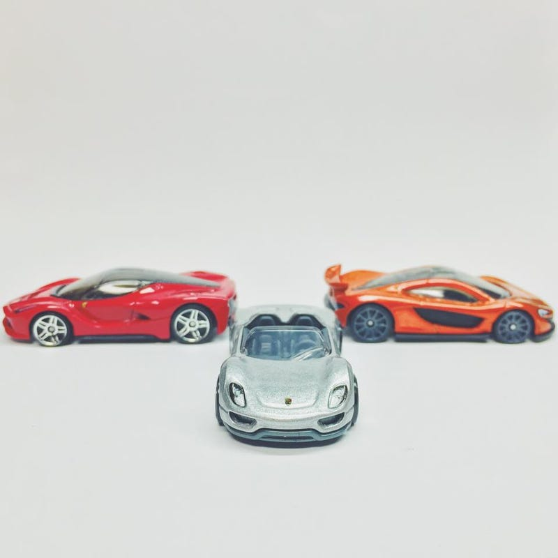 Illustration for article titled Random Hypercar Trifecta Casting Picture is Random