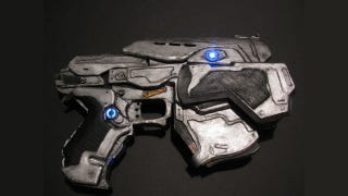 Illustration for article titled Check Out This Amazing Gears of War Pistol Made Entirely of Paper