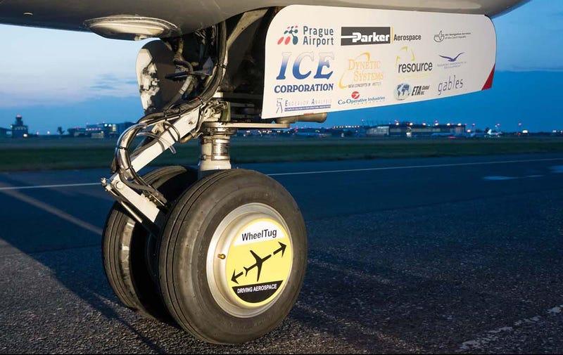 Illustration for article titled Estas ruedas eléctricas ahorrarán miles de dólares a las aerolíneas