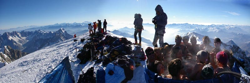 Illustration for article titled Mont Blanc Jacuzzi Party at 15,711 Feet Was Low on Oxygen, High on Booze