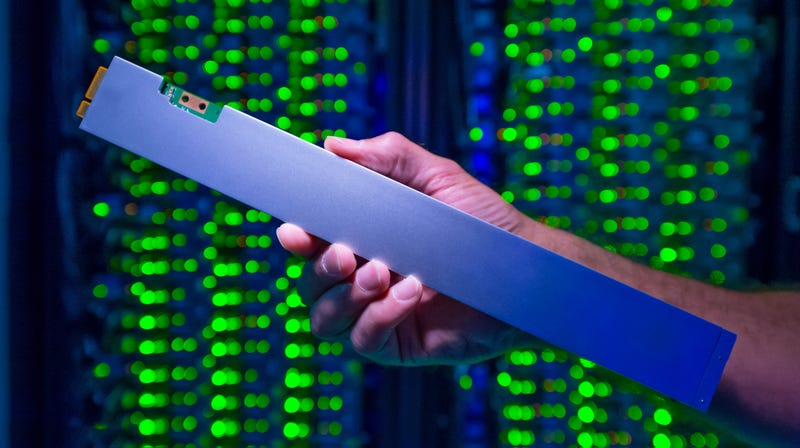 Illustration for article titled Intel Says It Made the 'World's Densest' SSD By Cramming 32-Terabytes Into the Shape of a Ruler