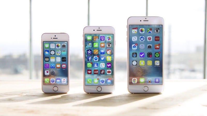 Illustration for article titled El iPhone SE hace que Apple venda más de lo esperado, pero la caída en ingresos no frena