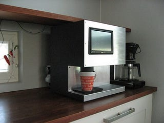 Illustration for article titled Touchscreen Computer-Controlled Coffee Machine Provides Spit-Free Drinks