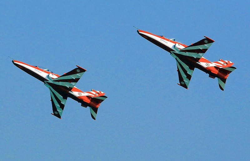 Two BAE Advanced Jet Trainers of Surya Kiran perform in 2015 (PIB)