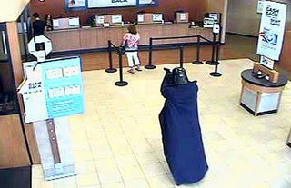 Illustration for article titled Darth Vader robbed a bank in Long Island