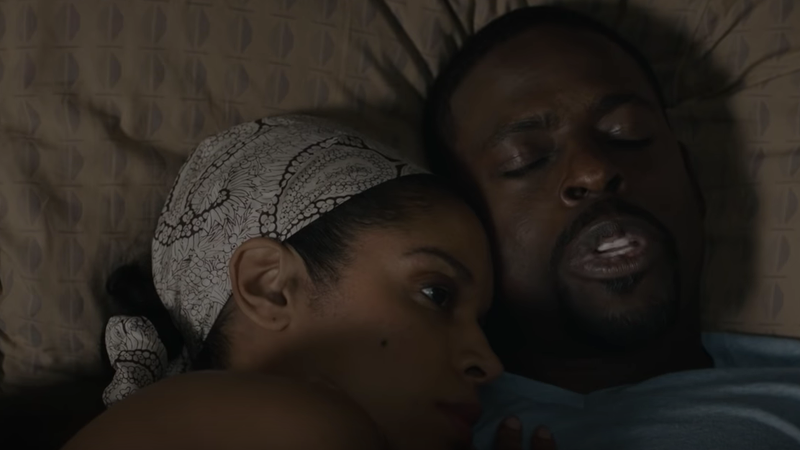 Susan Kelechi Watson (l) and Sterling K. Brown as Beth and Randall Pearson, This Is Us