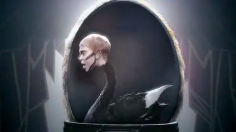 """Illustration for article titled Lady Gaga is a swan in the new video for lackluster single """"Applause"""""""