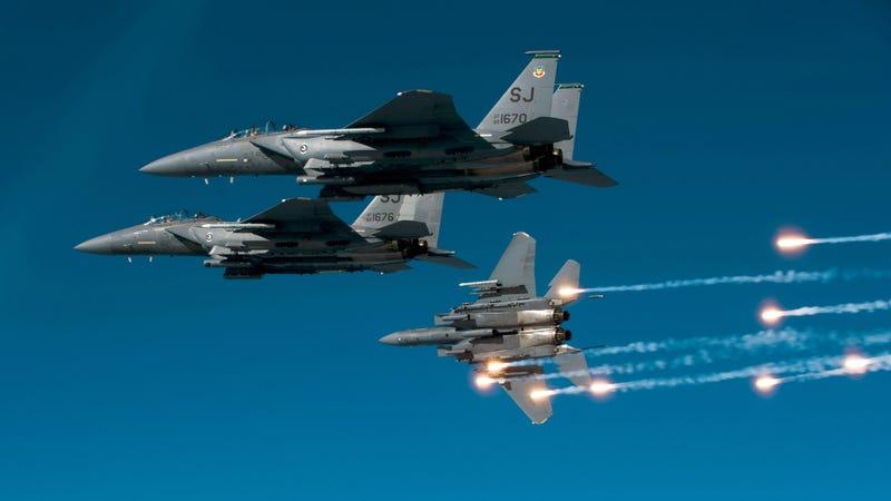 Illustration for article titled These F-15 Eagles Can Transform Into a Robotech Mecha at Any Time