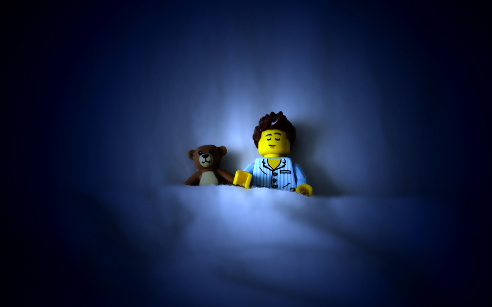 Put Some Lego People on Your Desktop With These Wallpapers