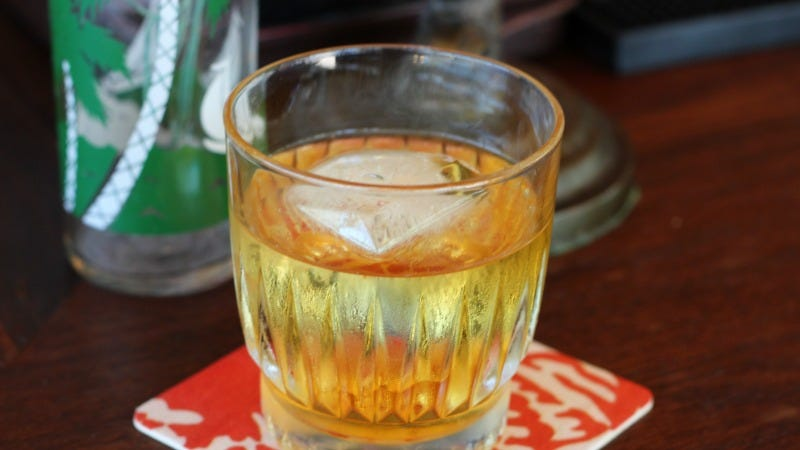 Why Giant Ice Cubes Are The Only Cubes Your Home Bar Needs