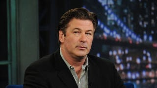 Illustration for article titled Alec Baldwin Kicked Off Flight For Refusing To Stop Playing Words With Friends