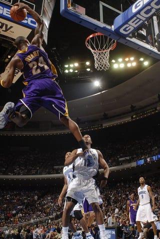 Illustration for article titled Kobe's Heroics Not Enough, Again