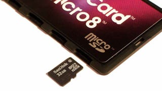 Illustration for article titled DiMeCard Stores Multiple SD and microSD Cards Safely in Your Wallet