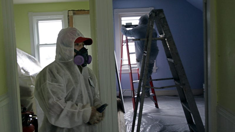 Contractors remove lead contamination from a home in Providence, Rhode Island in 2006. Photo: AP