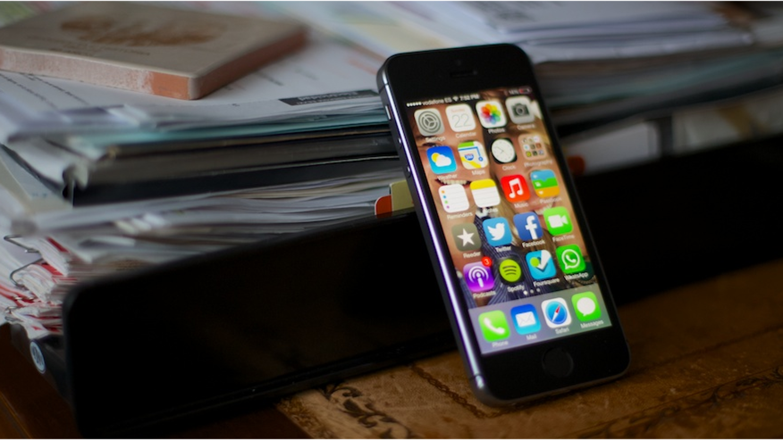 Un fallo en Siri permite llamar o enviar emails con pantalla bloqueada