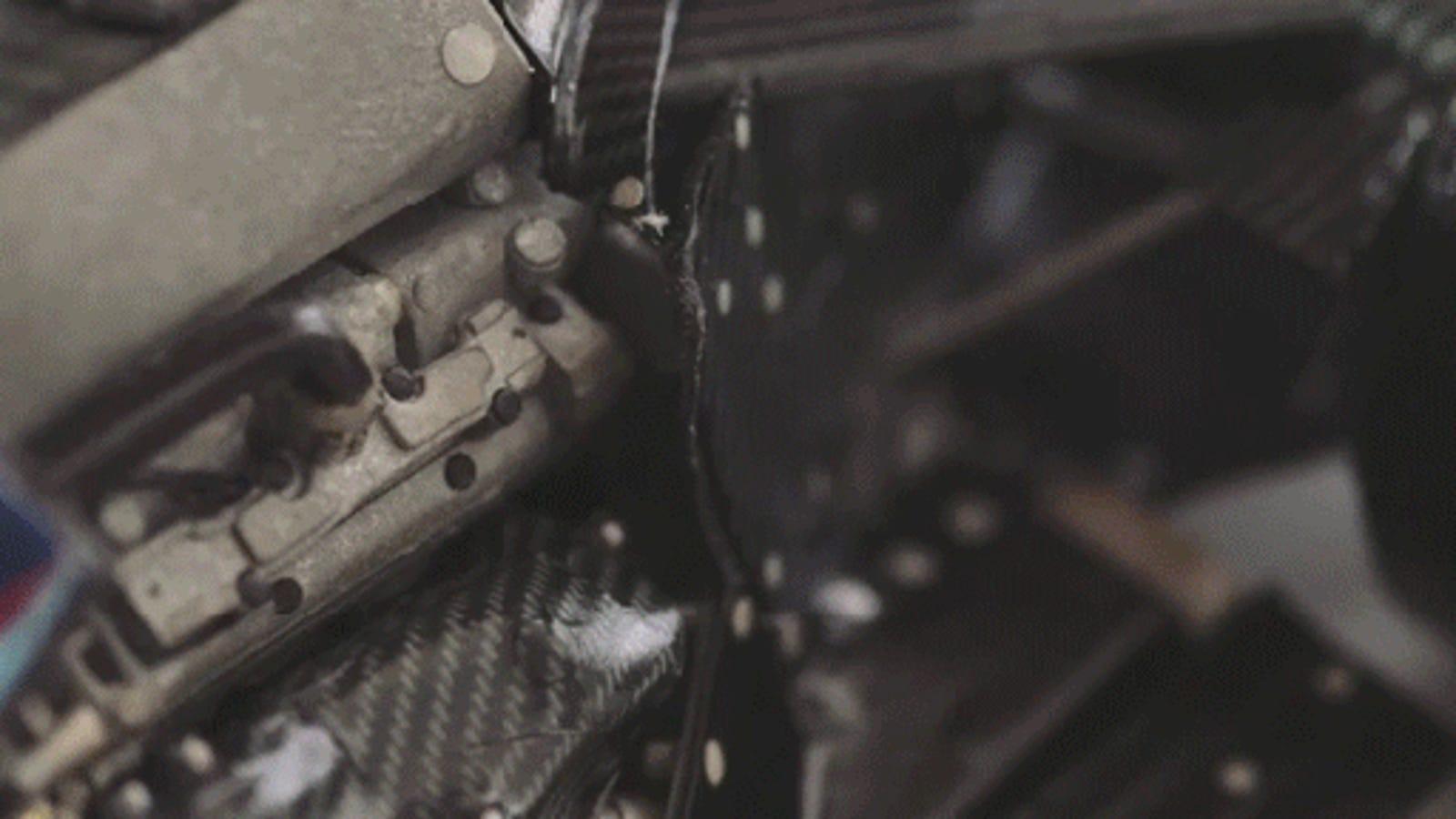El joven que encontró trabajo en la Fórmula 1 haciendo coches de papel