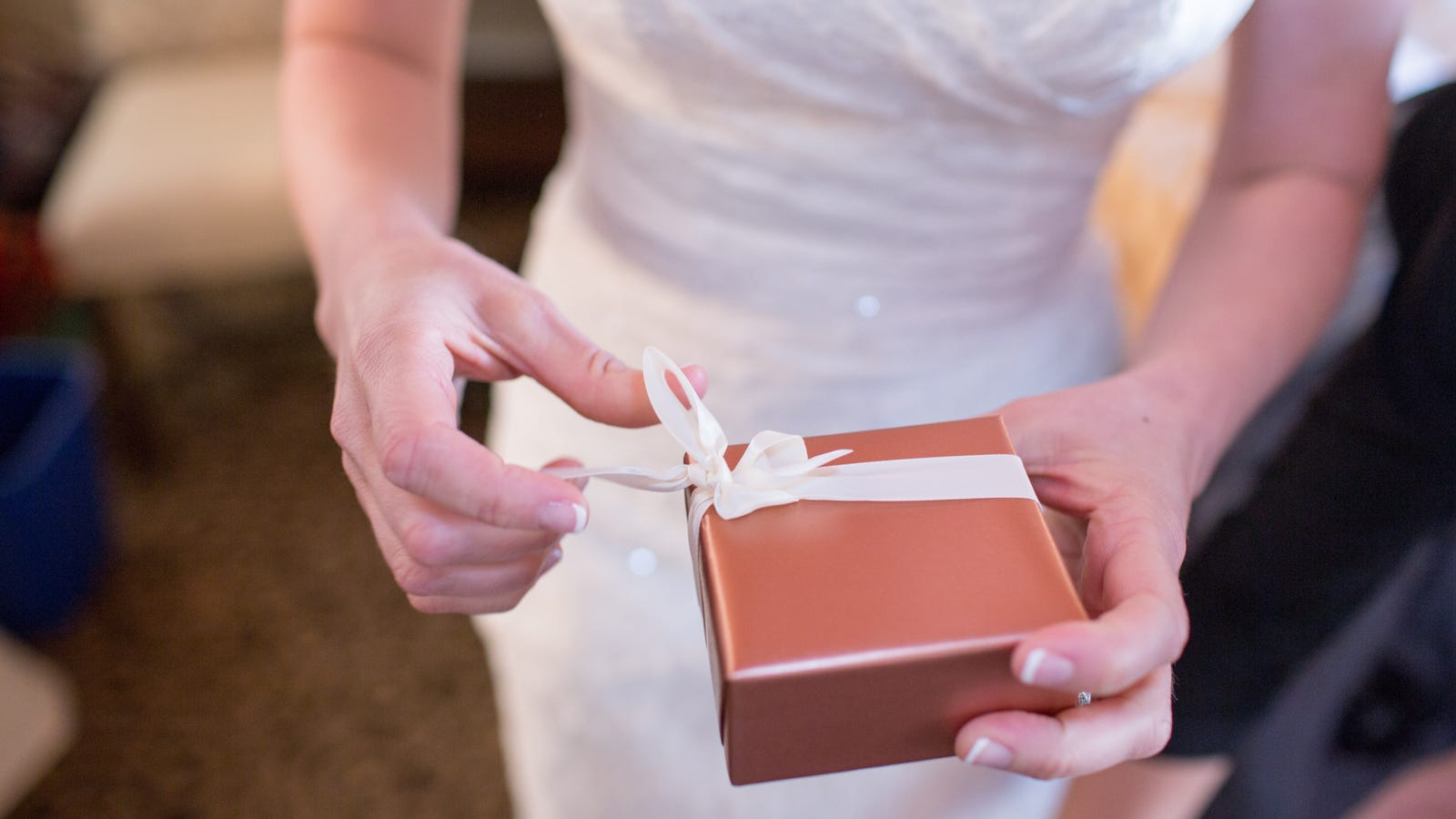 How to Write a Check for a Wedding Gift