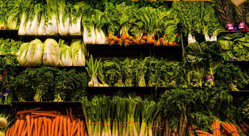A U.S. supermarket's vegetable selection / Liz West