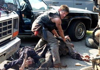 """Illustration for article titled The Walking Dead 2x02, """"Bloodletting"""" Pictures"""