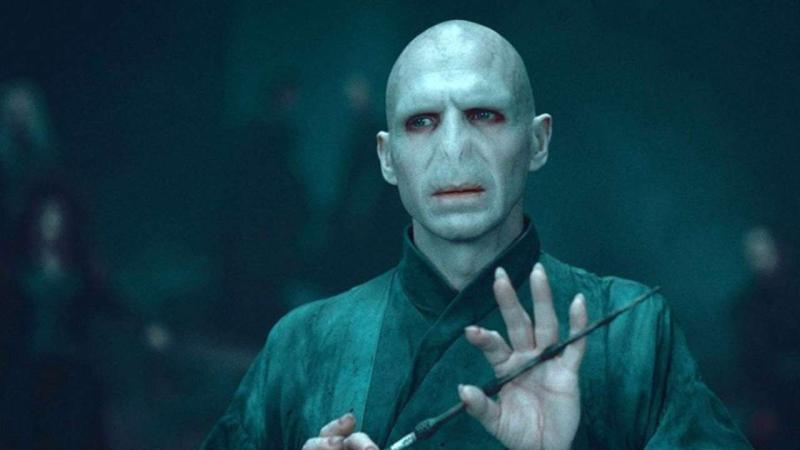 Illustration for article titled Ralph Fiennes revela por qué estuvo a punto de rechazar su papel como Voldemort en Harry Potter