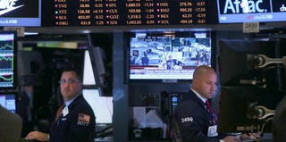 Markets continue to drop as the partial shutdown of the federal government goes on. (Spencer Platt/Getty Images)