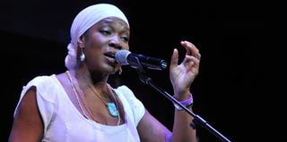 India Arie performs at the Lupus Foundation Gala in October 2012 (Larry Busacca/Getty Images)