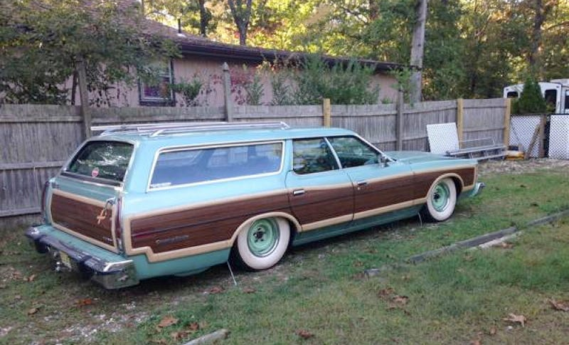 Illustration for article titled For $6,500, This 1978 Ford Country Squire Is In The Bag